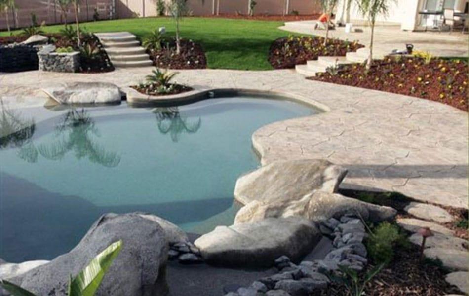 Decide entre suelos de vinilo o pavimento continuo decorativo. Información detallada para ayudarle a elegir.